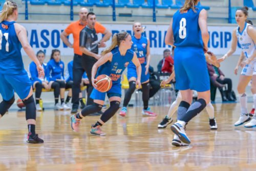An image accompanying our article on best schools for woman's basketball